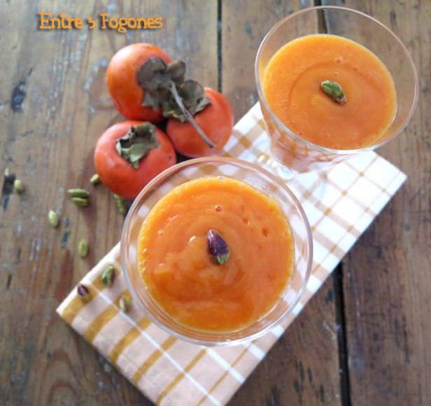 Smoothie de Caqui y Mandarina con Pistachos