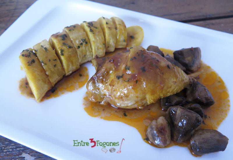 Tajine de Pollo y Champiñones con Guarnición de Plátano Macho