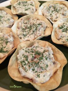 Tartaletas de Obleas Rellenas con Pollo, Champiñón y Bechamel