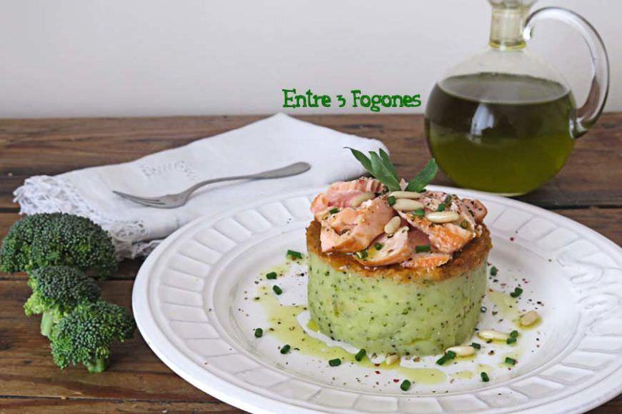 Timbal de Patata y Brócoli con Salmón y Pesto de Tomate