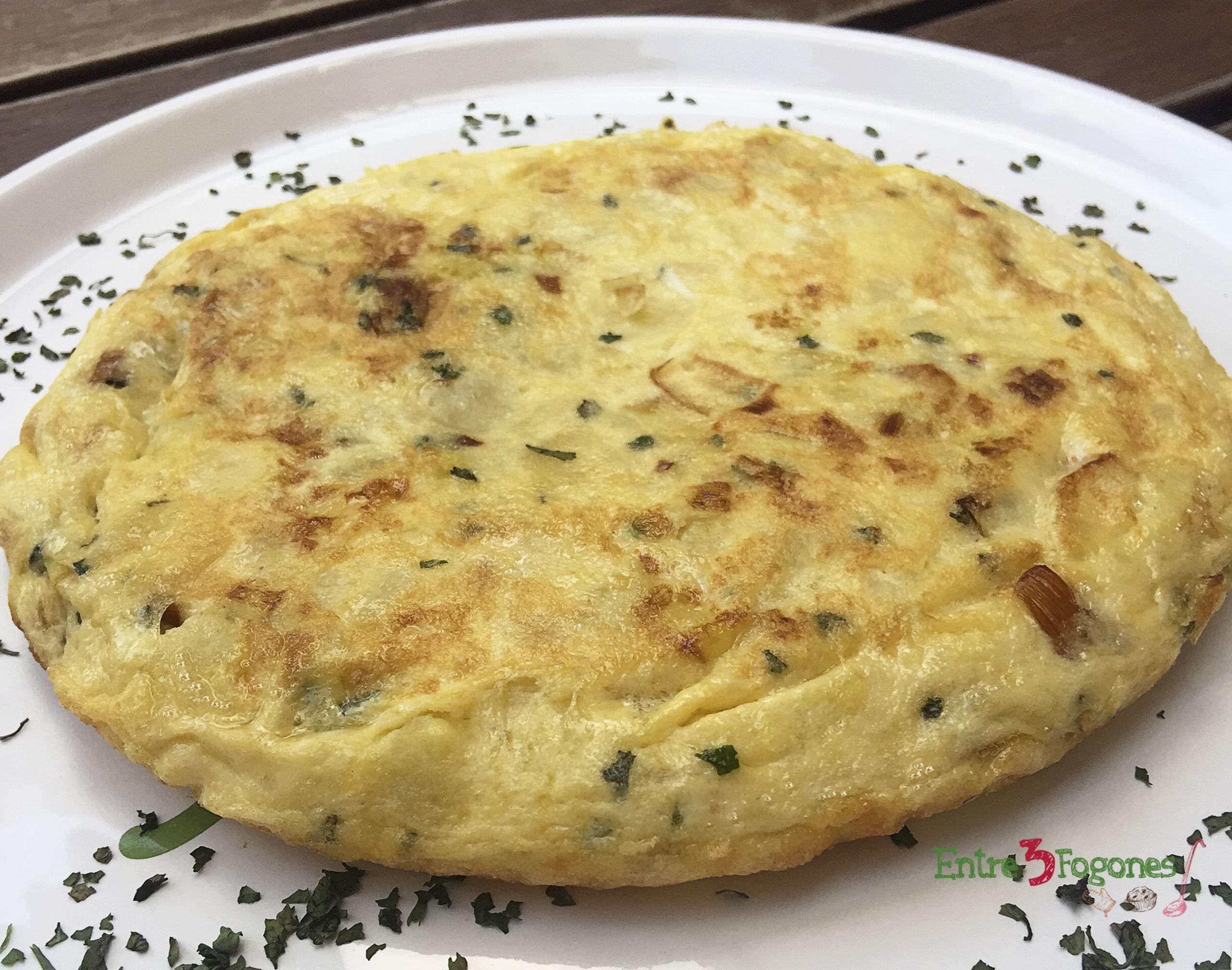 Tortilla de Patatas con Puerros al Cilantro